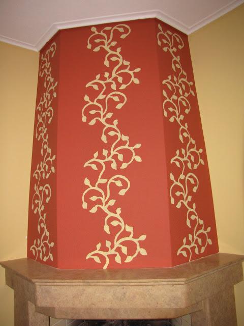 Σχέδια και διακόσμηση τζακιού με αυτοσχέδιο στένσιλ.