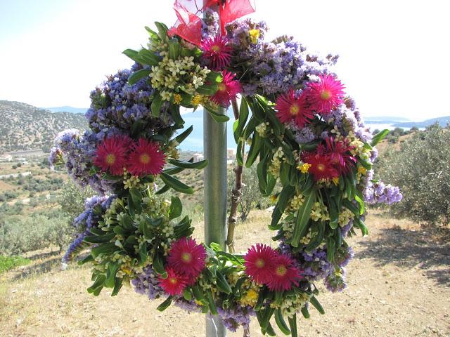 πρωτομαγιάτικα στεφάνια με λουλούδια από την φύση