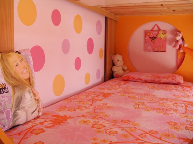 Παιδικό δωμάτιο με κύκλους στον τοίχο