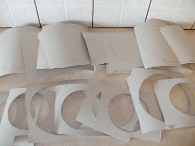 Κόβουμε κύκλους από χαρτόνι