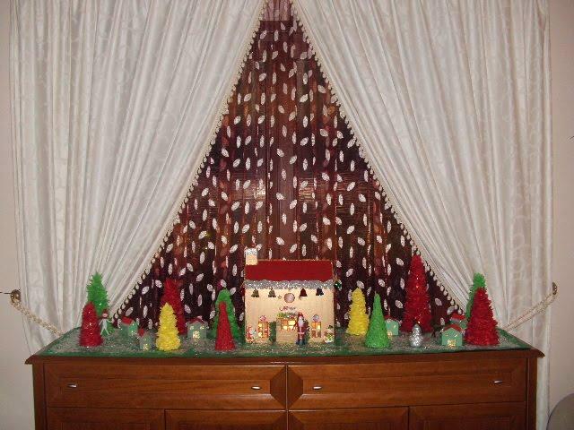 Φτιάξε το χωριο του Άγιου Βασίλη με χαρτόνια και κούτες.