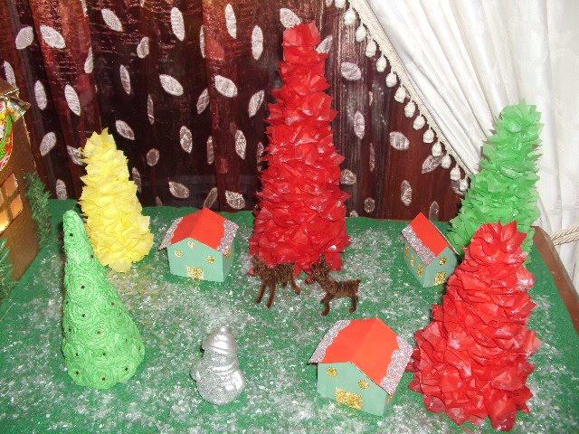 Φτιάξτε το χωριού του Άγιου Βασίλη κατασκευή με χαρτόνια