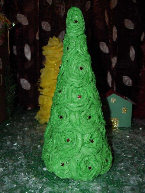 Χριστουγεννιάτικα δεντράκια με χαρτί.