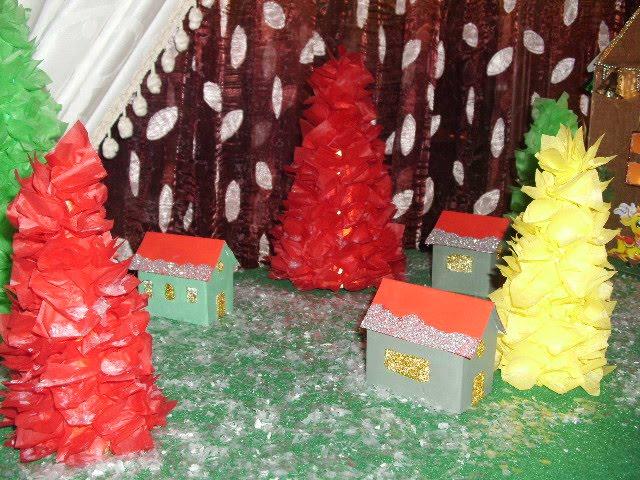 Το χωριό του Άγιου Βασίλη με χαρτόνια.