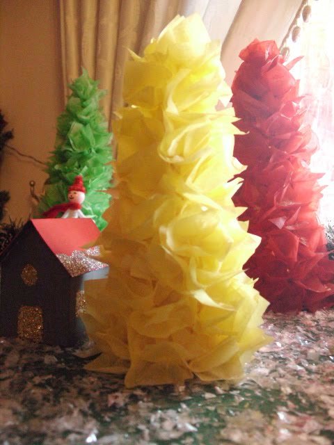 Diy χριστουγεννιάτικα δεντράκια από χαρτί.