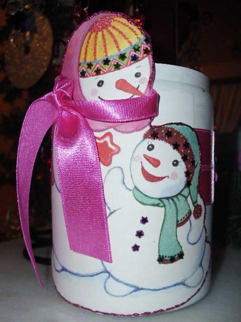Χριστουγεννιάτικα κεριά σε βάζα.