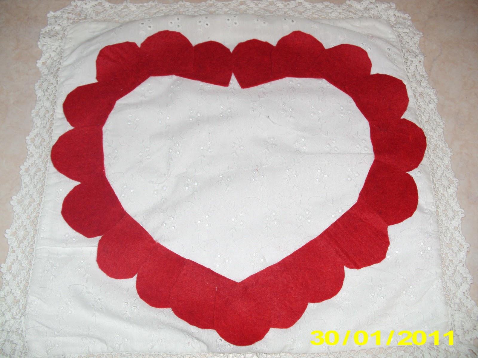 Φτιάχνουμε μαξιλάρι καρδιά από τσόχα