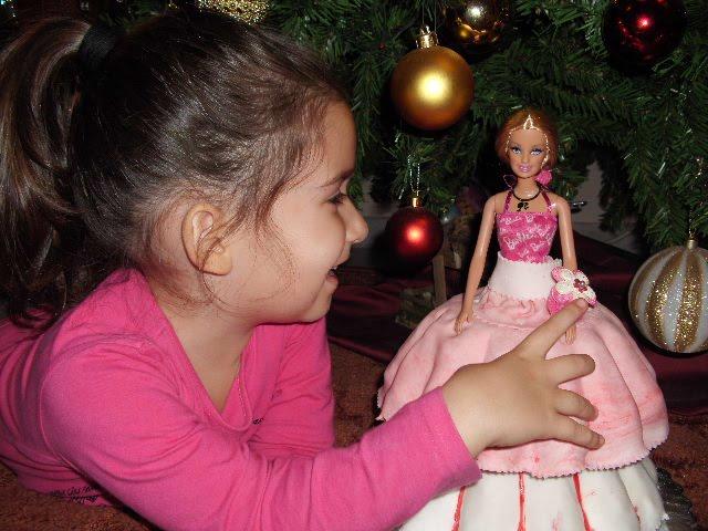 Τούρτα γενεθλίων κούκλα με ζαχαρόπαστα