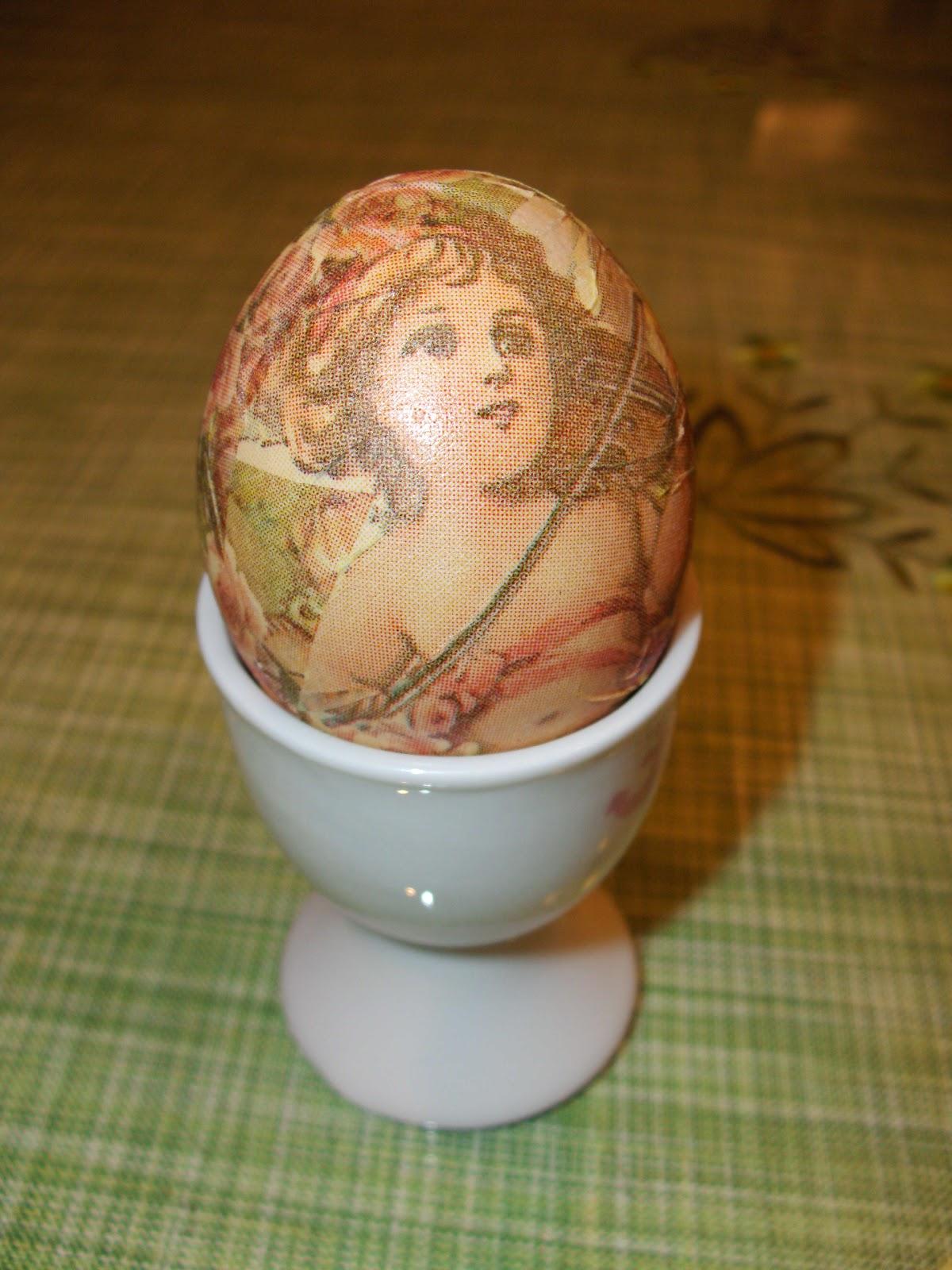 Ντεκουπάζ σε πασχαλινά αυγά με το ασπράδι τους