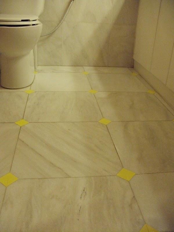 Οικονομική ανανέωση στο πάτωμα του μπάνιου