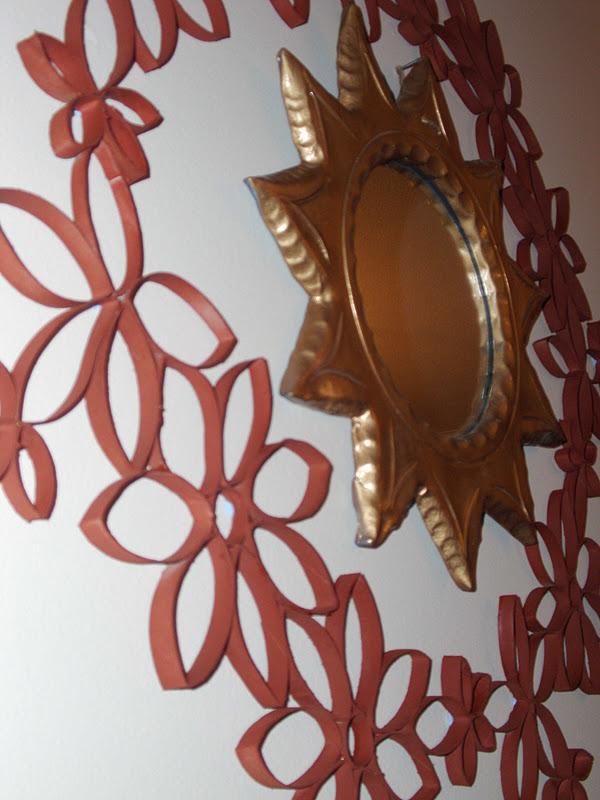 Πως να φτιάξεις μια κατασκευή για τον τοίχο με ρολά χαρτιού υγείας.