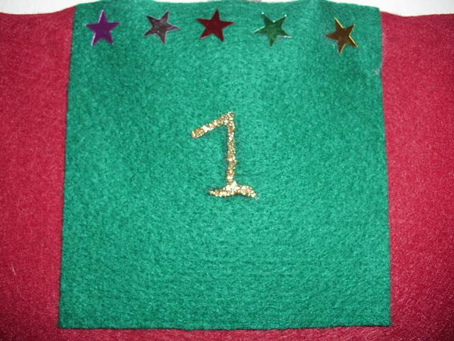 Εύκολη κατασκευή-ημερολόγιο χριστουγέννων από τσόχα.