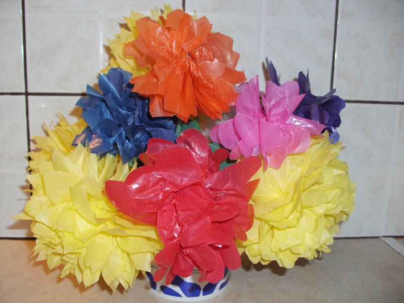 Χάρτινα λουλούδια για την αποκριάτικη στολή γλάστρα