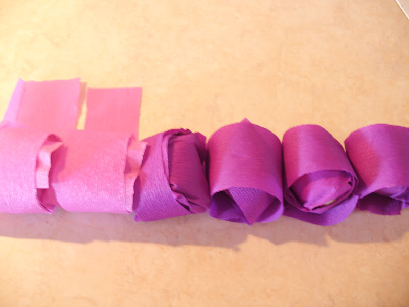 Βάφουμε αυγά με γκοφρέ χαρτί