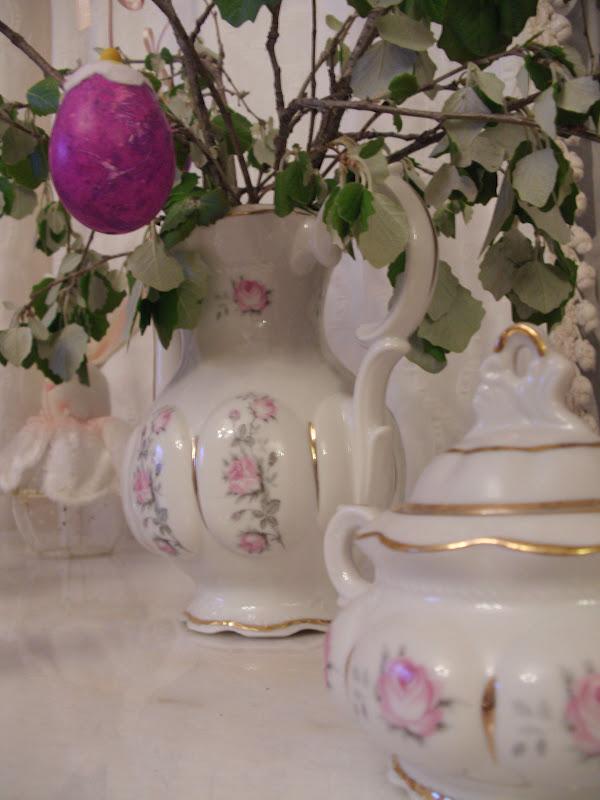 Πασχαλινή διακόσμηση και αυγά βαμμένα με γκοφρέ χαρτί