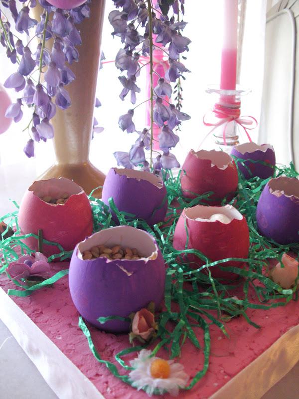 Πασχαλινή κατασκευή με αληθινά αυγά.