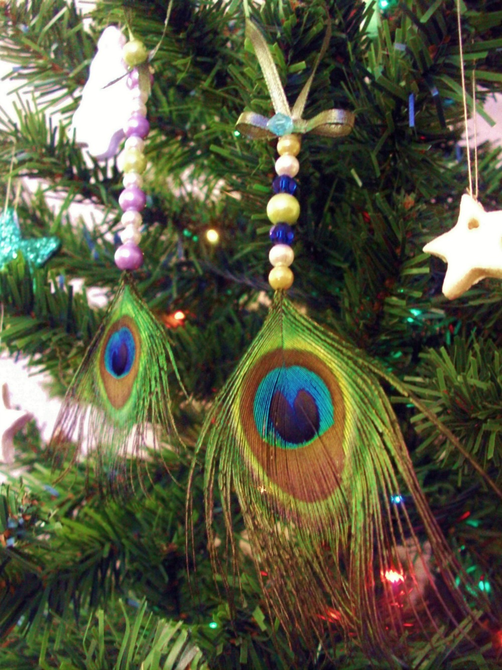 Χριστουγεννιάτικα στολίδια από φτερά παγωνιού