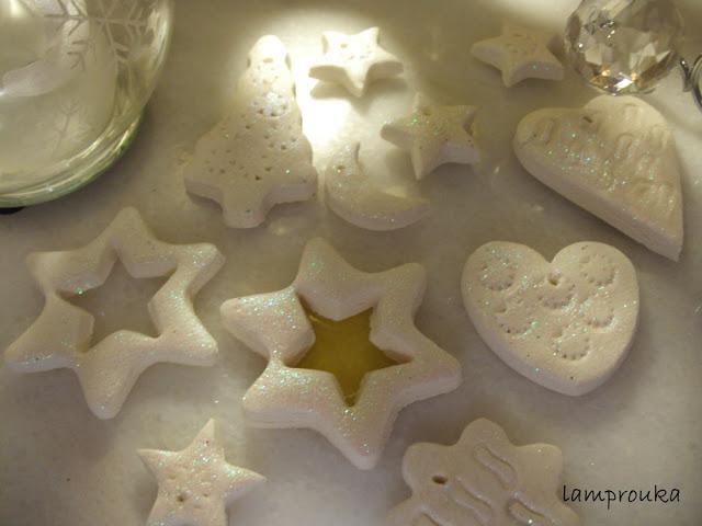 Ζύμη για χειροποίητα χριστουγεννιάτικα στολίδια, η συνταγή και πως να τα φτιάξετε.
