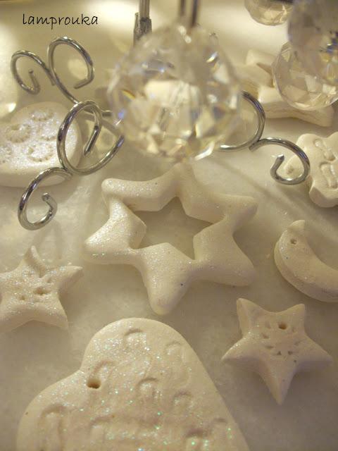 Η καλύτερη ζύμη για τα χριστουγεννιάτικα στολίδια με σόδα και κορν φλάουρ.