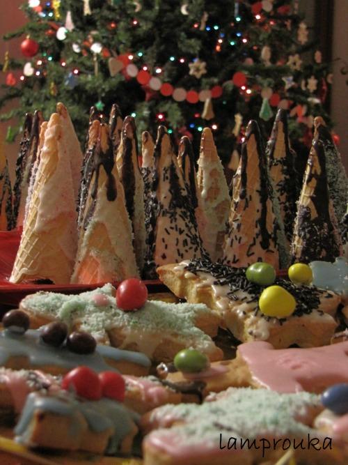 Χριστουγεννιάτικα μπισκότα και δεντράκια από χωνάκια παγωτού