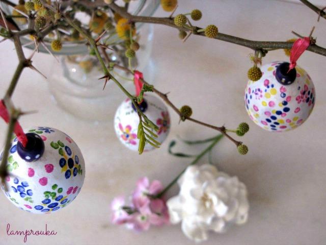Πασχαλινή διακόσμηση με αληθινά αυγά και κλαδιά