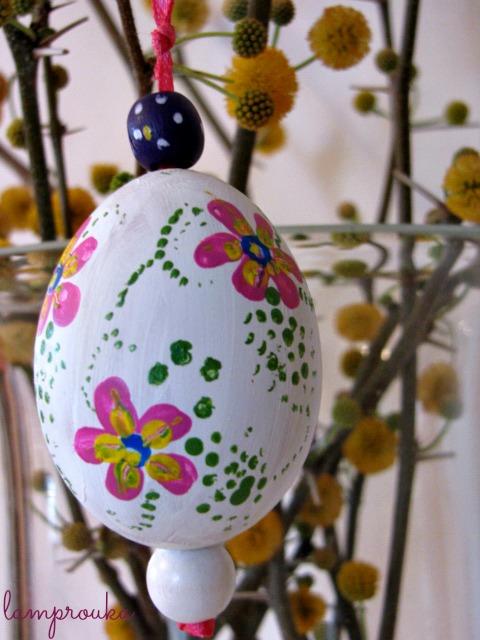 Ζωγραφισμένα πασχαλινά διακοσμητικά αυγά.