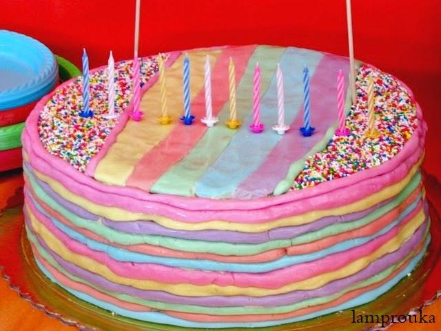 Τούρτα γενεθλίων ουράνιο τόξο με ζαχαρόπαστα