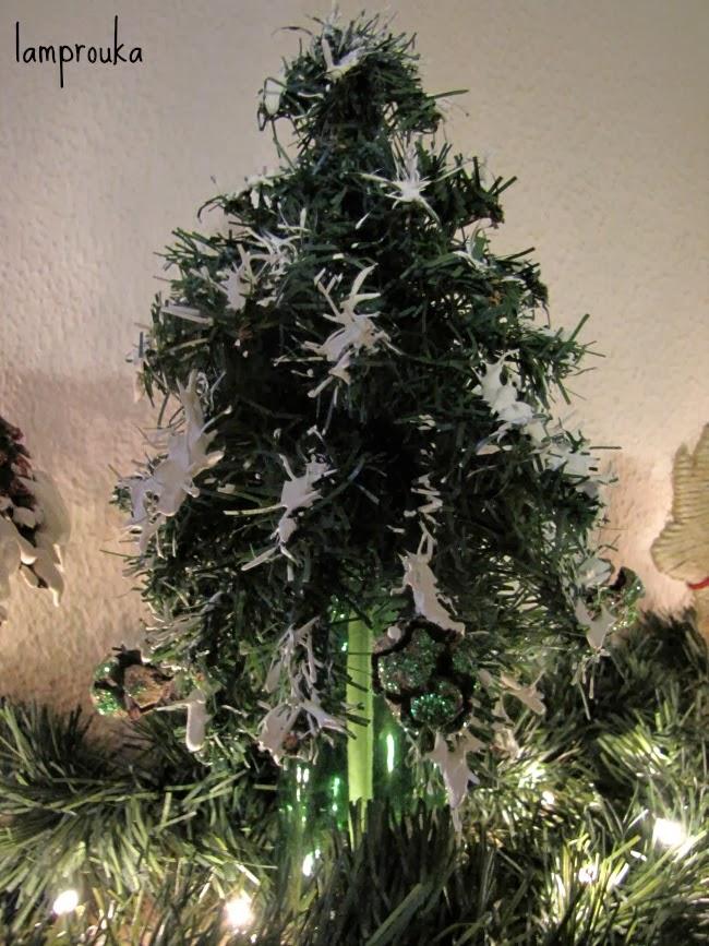 Χριστουγεννιάτικα εναλλακτικά δεντράκια από πράσινη γιρλάντα και πως να τα φτιάξεις
