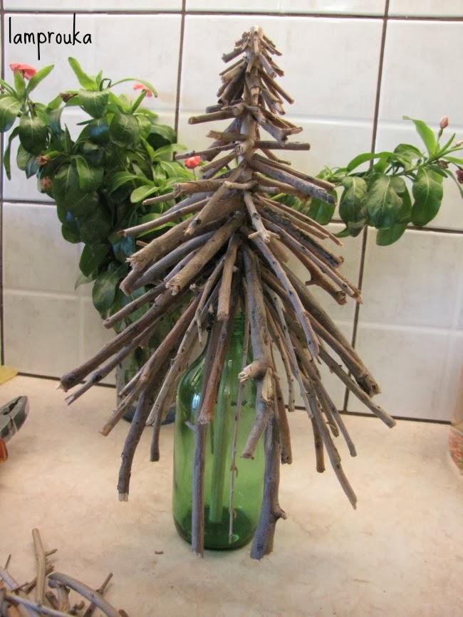 Πως να φτιάξεις χριστουγεννιάτικα δεντράκια με ξυλάκια