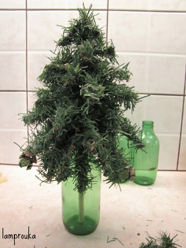 Χριστουγεννιάτικα εναλλακτικά δεντράκια από πράσινη γιρλάντα