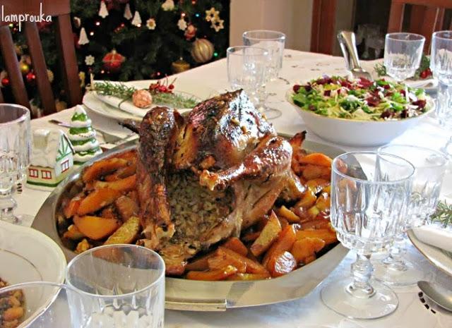 Γαλοπούλα στο χριστουγεννιάτικο τραπέζι.
