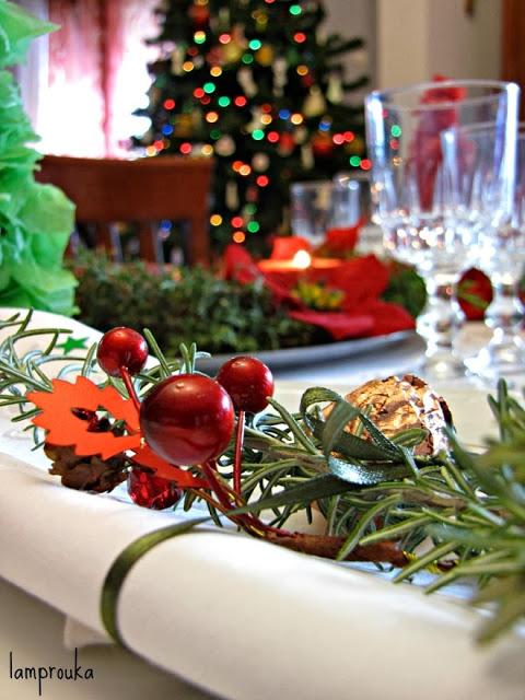 Χριστουγεννιάτικη διακόσμηση και στρώσιμο τραπεζιού.