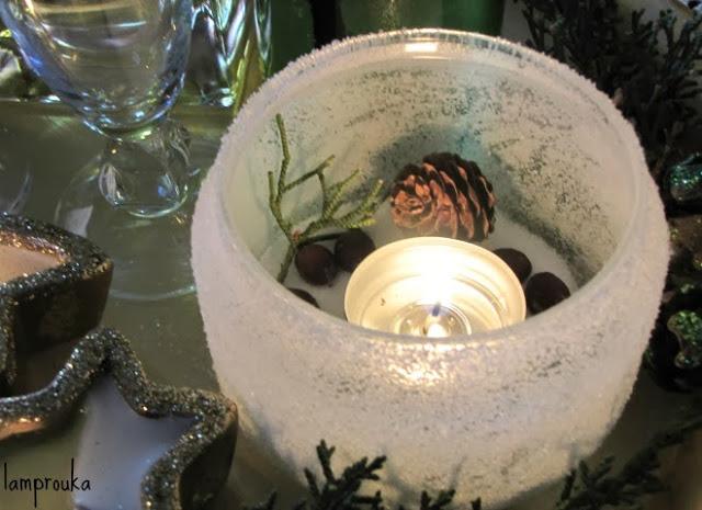 Χριστουγεννιάτικη σύνθεση σε τραπέζι σαλονιού
