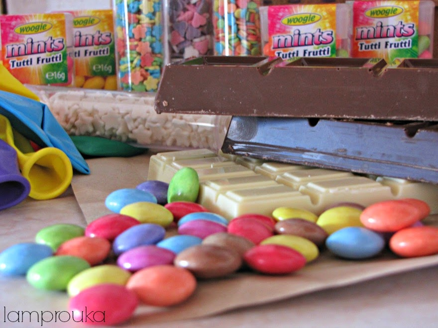 Ζαχαρωτά για σοκολατένια αυγά με έκπληξη.