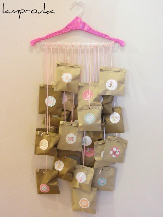 Εύκολο ημερολόγιο αντίστροφης μέτρησης Χριστουγέννων με χάρτινα σακουλάκια.