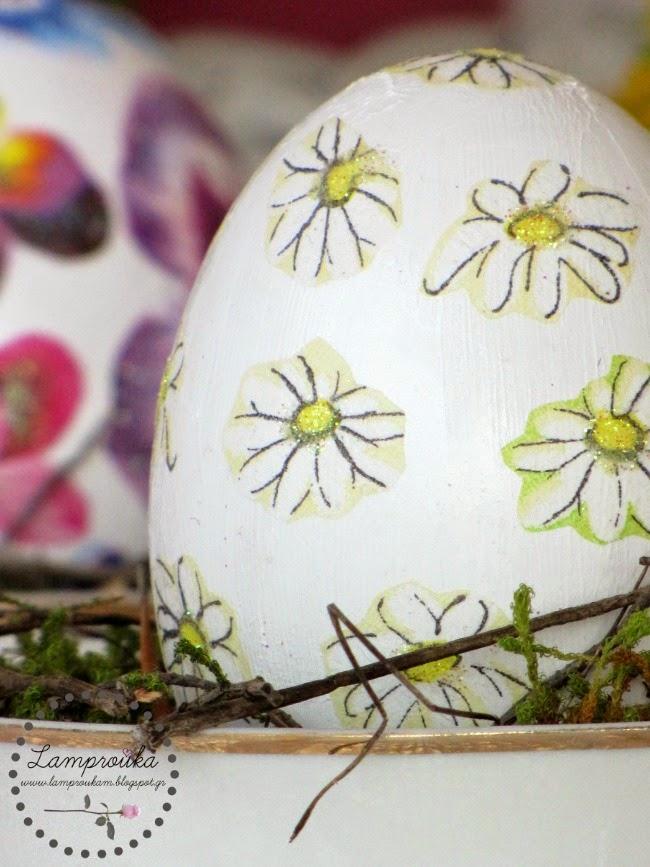 Ντεκουπάζ με χαρτοπετσέτα σε αυγά.