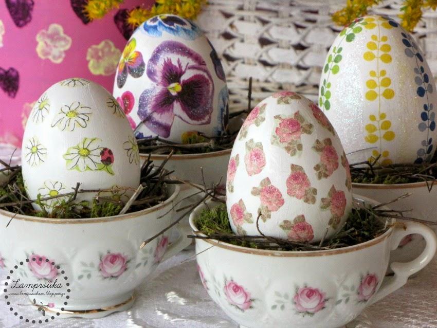 Ντεκουπάζ σε πασχαλινά αυγά για διακόσμηση.