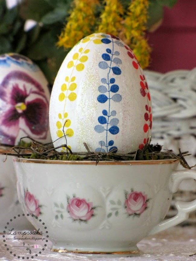 Πασχαλινά αυγά ντεκουπάζ.