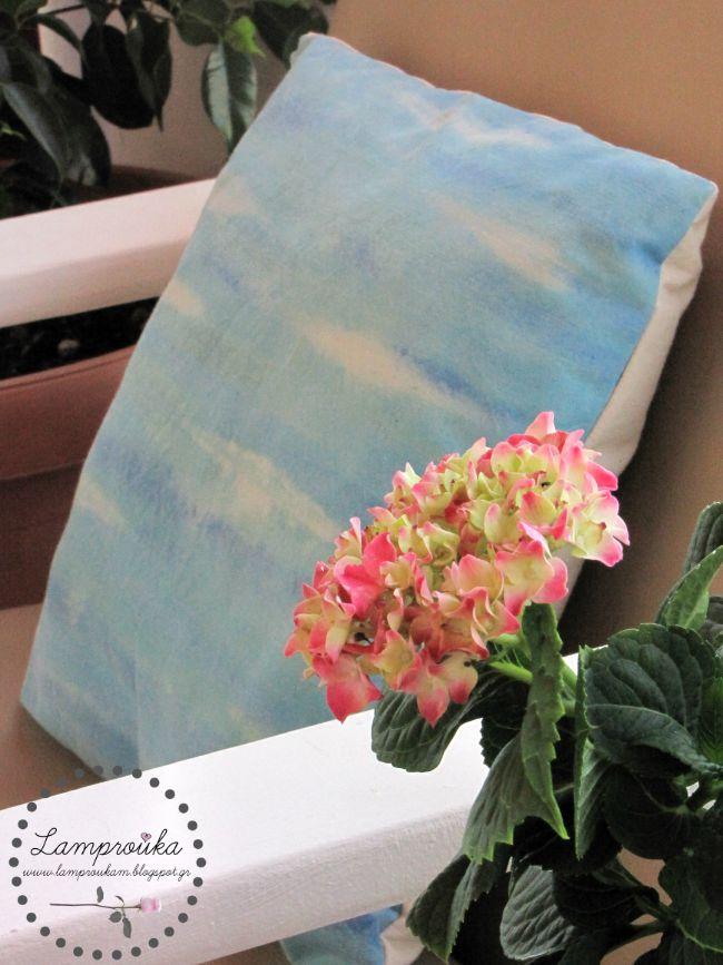 Ζωγραφική σε διακοσμητικά μαξιλάρια