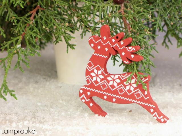 Χριστουγεννιάτικη διακόσμηση με φυσικά υλικά.