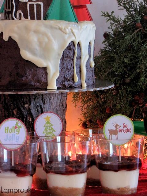 cheesecakes σε ποτήρια για πάρτι.