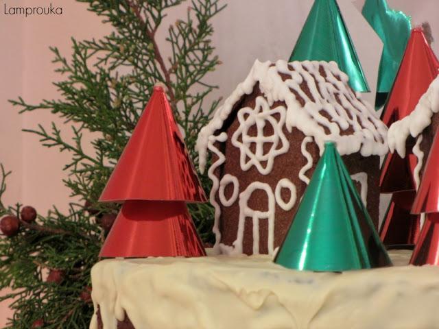 Διακόσμηση χριστουγεννιάτικης τούρτας.