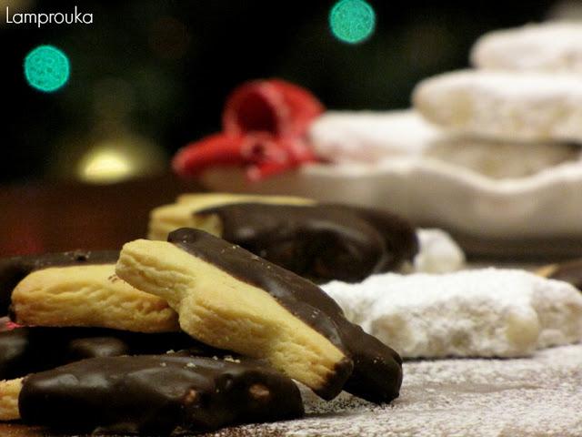 Χριστουγεννιάτικα μπισκότα βουτύρου και κουραμπιέδες.