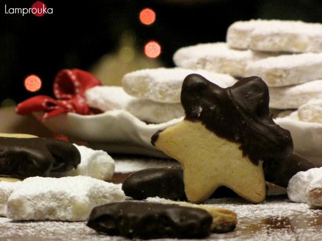 Χριστουγεννιάτικα μπισκότα και κουραμπιέδες.
