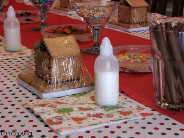 Χριστουγεννιάτικα σπιτάκια με μπισκότα και γλάσσο.