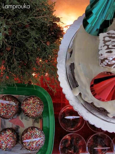 Χριστουγεννιάτικος μπουφές με γλυκά για παιδικό πάρτι.