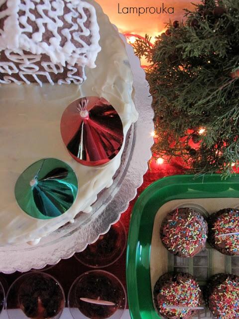 Χριστουγεννιάτικος μπουφές με γλυκά.