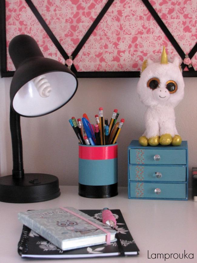 Παιδικό γραφείο φωτισμός και οργάνωση