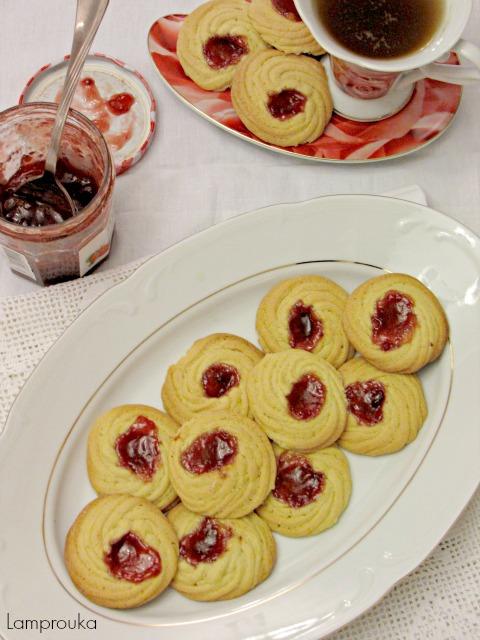 Μπισκότα βανίλιας με μαρμελάδα