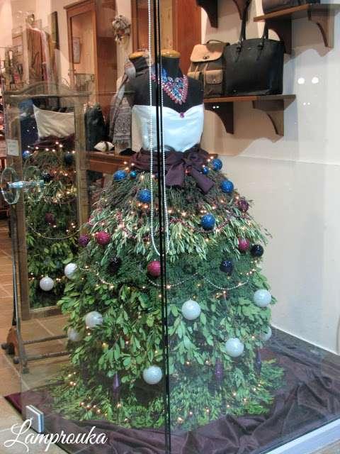 Χριστουγεννιάτικο δέντρο φόρεμα για βιτρίνα.